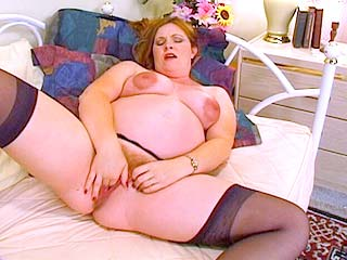 Horny knocked up chick masturbating